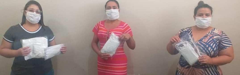 Prefeitura de Monte Azul, através da Secretaria de Assistência Social produz máscaras para doar a população carente da cidade.