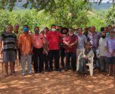 O VICE PREFEITO DR. EDILSON ROCHA, ACOMPANHADO DE TONINHO DA BARRACA, REALIZARAM VISITAS AS FAMÍLIAS DA COMUNIDADE DE OLHOS D'AGUA, ZONA RURAL DE MONTE AZUL.
