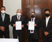 O Prefeito de Monte Azul, Dr. Paulo Dias Moreira,Vice Prefeito, Dr. Edilson Rocha e Vereadores eleitos para o Quadriênio 2021/2024 tomaram posse hoje 01/01/2021.